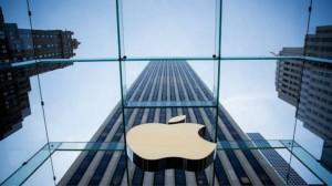 苹果首度公开承认无人驾驶汽车研发计划。