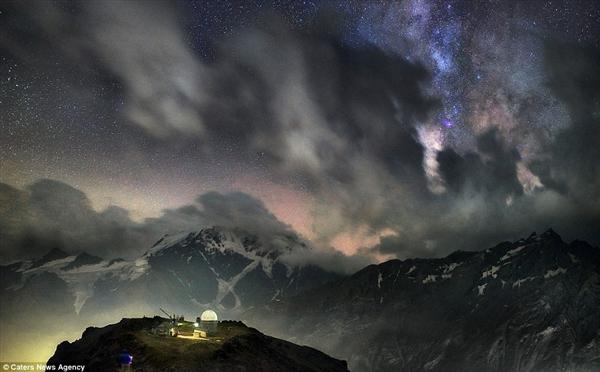 俄国司机在人间拍摄最美银河系 非合成