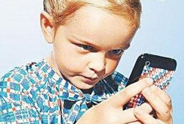 10岁女孩低头玩手机 抬头时脖子折了