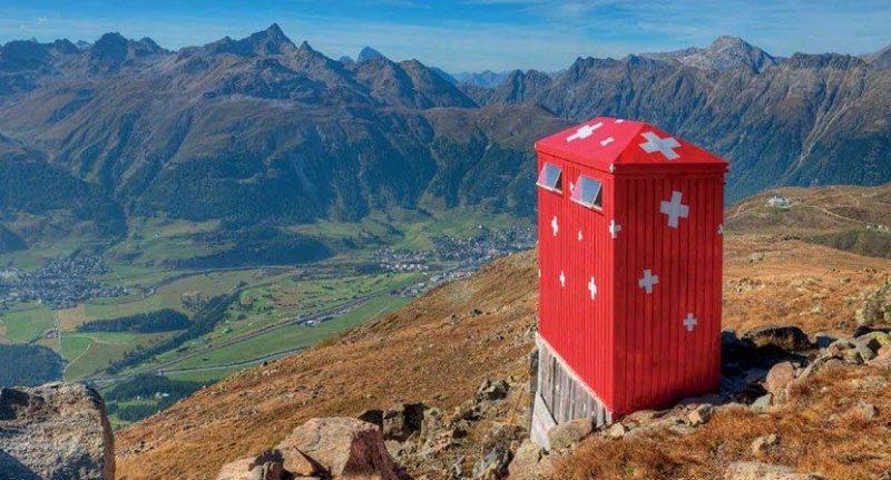 瑞士,国旗风格的厕所。