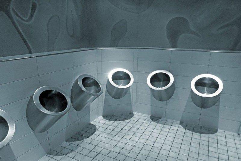 德国,金属质感公厕。